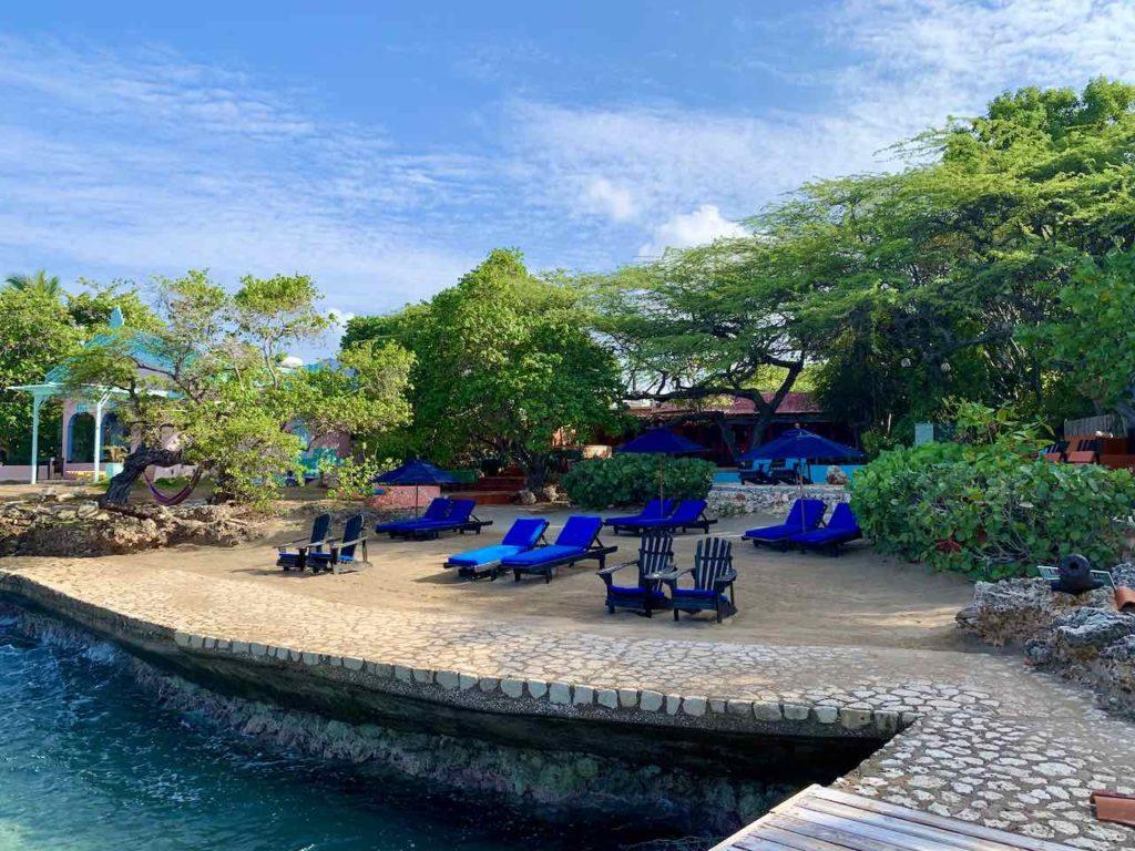 Jamaika, Jake's Hotel, Blick vom Steg auf Strand