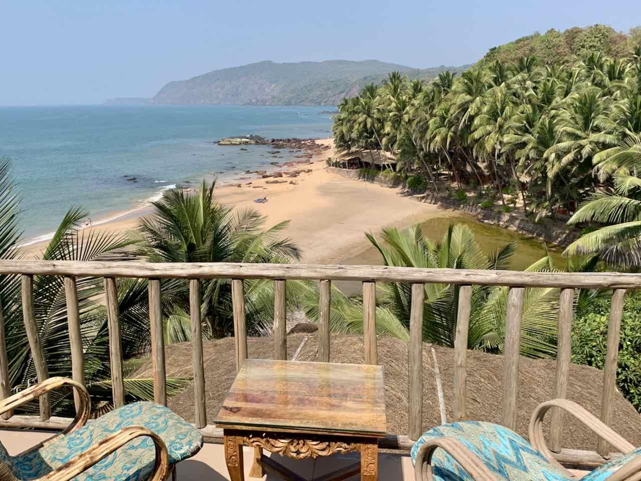 Blick vom Balkon des Dwarka Eco Beach Resort auf Lagune und Meer