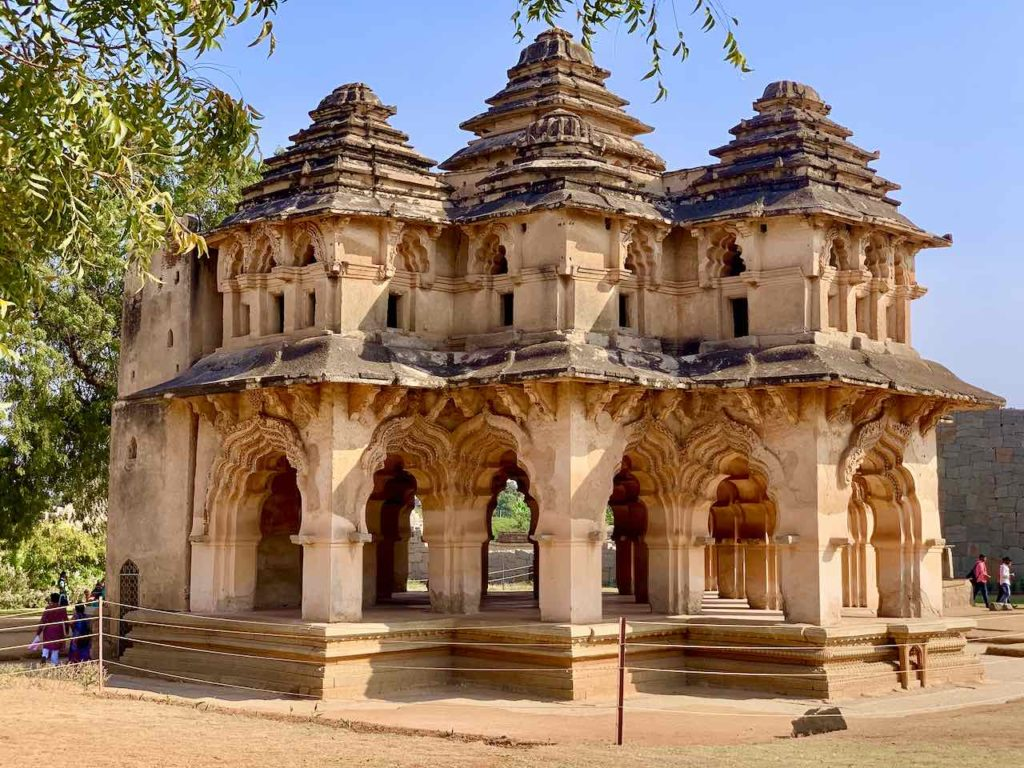 Lotus Mahal im Royal Enclosure in Hampi