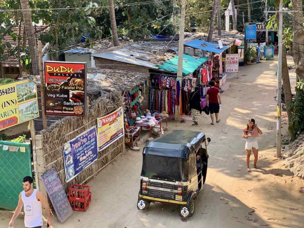 Straße in Virupapura Gaddi