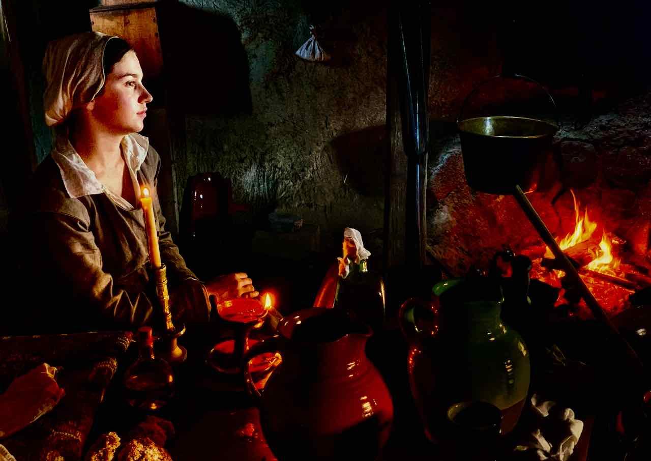 Pilgerväter - Frau am Feuer, Plimoth Plantation bei Plymouth MA