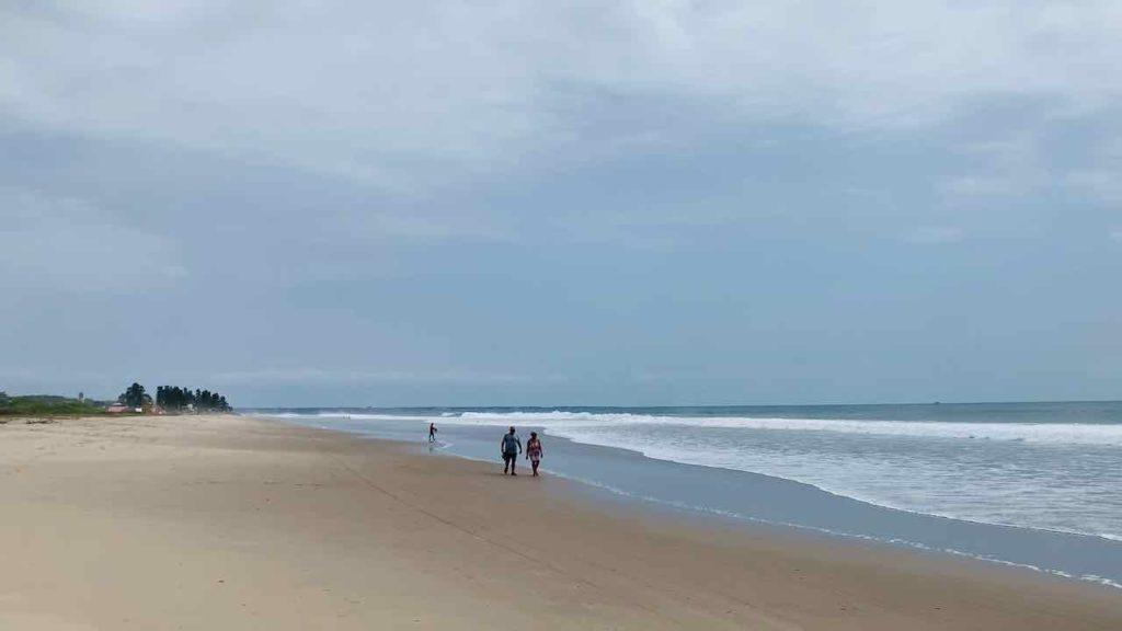 Am Strand von Montañita nach Maralto