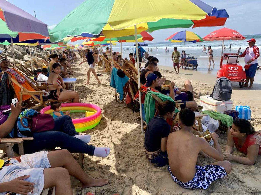 Montañita: Strandleben am Wochenende