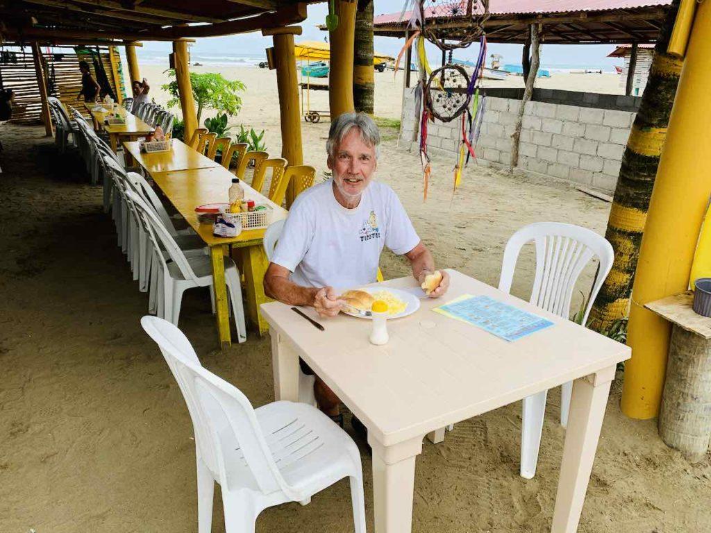 Cevicheria am Strand von Canoa, Ecuador