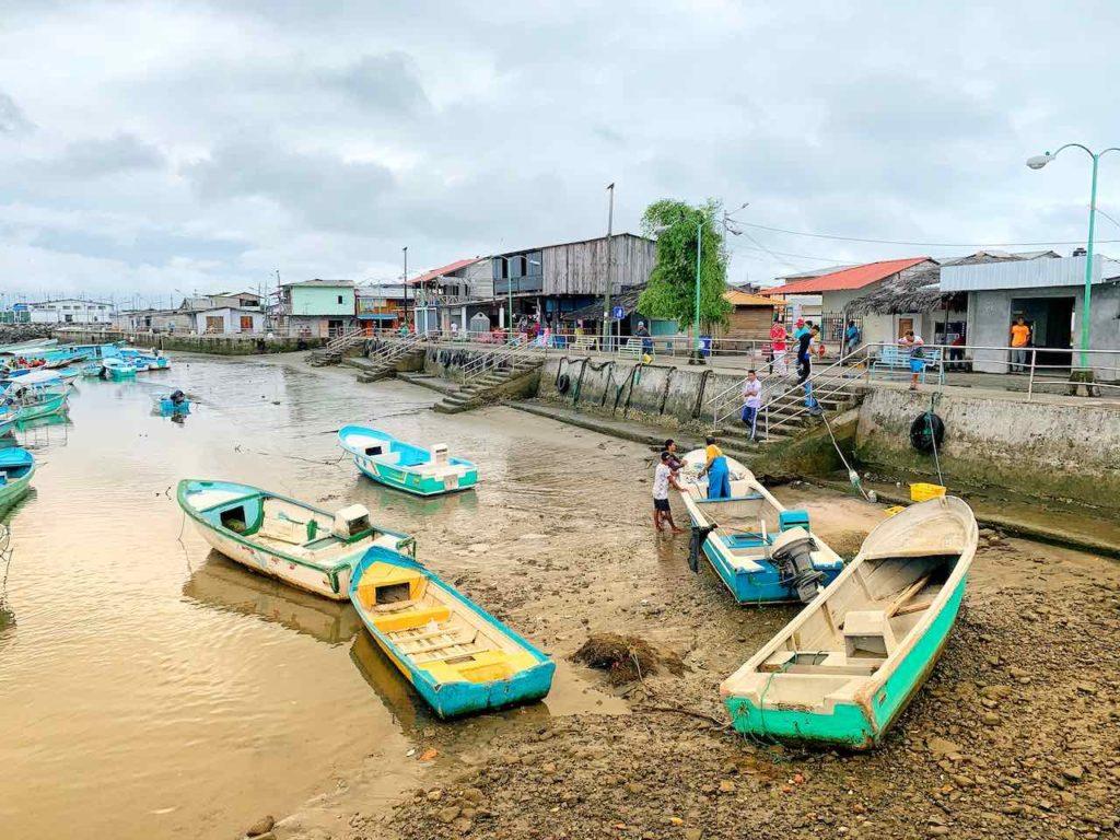 Hafen von Cojimíes an der Pazifikküste in Ecuador