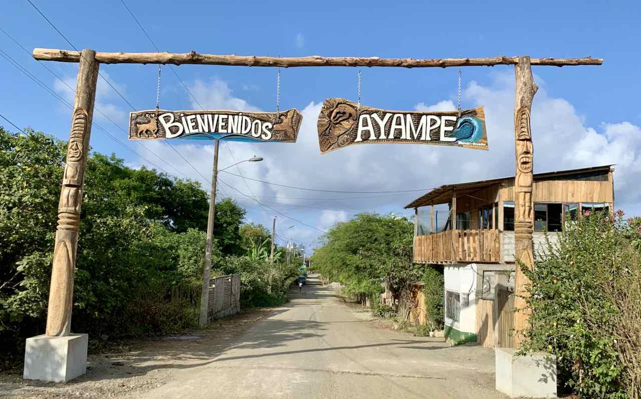 Ortseingang von Ayampe, Ecuador