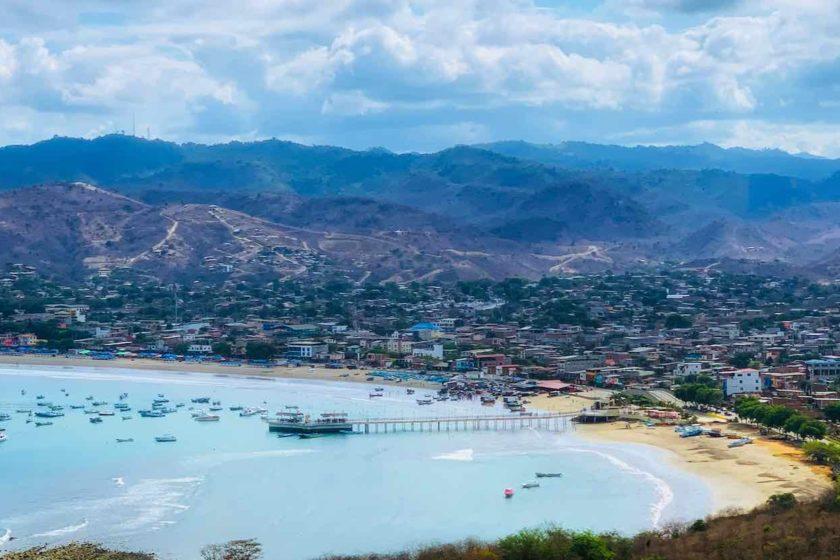 Puerto López mit Blick über die Bucht