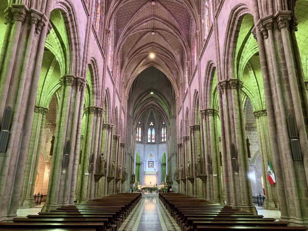 Quito, Basilica del Voto Nacional, innen