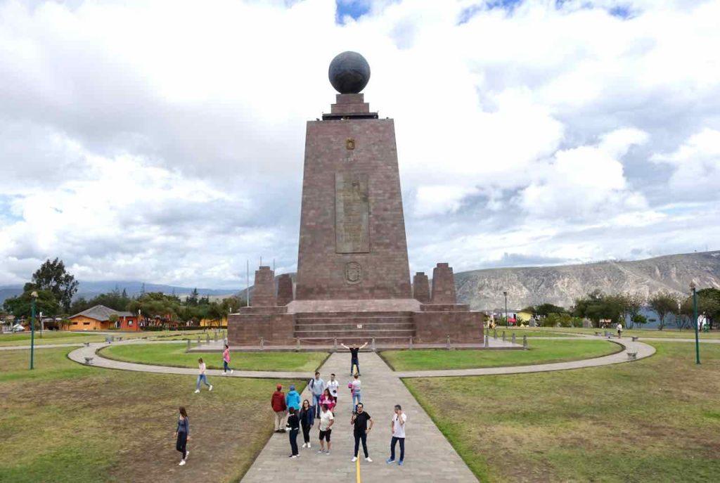 Quito Sehenswürdigkeiten: Begehbares Denkmal am Äquator / Mitad del Mundo