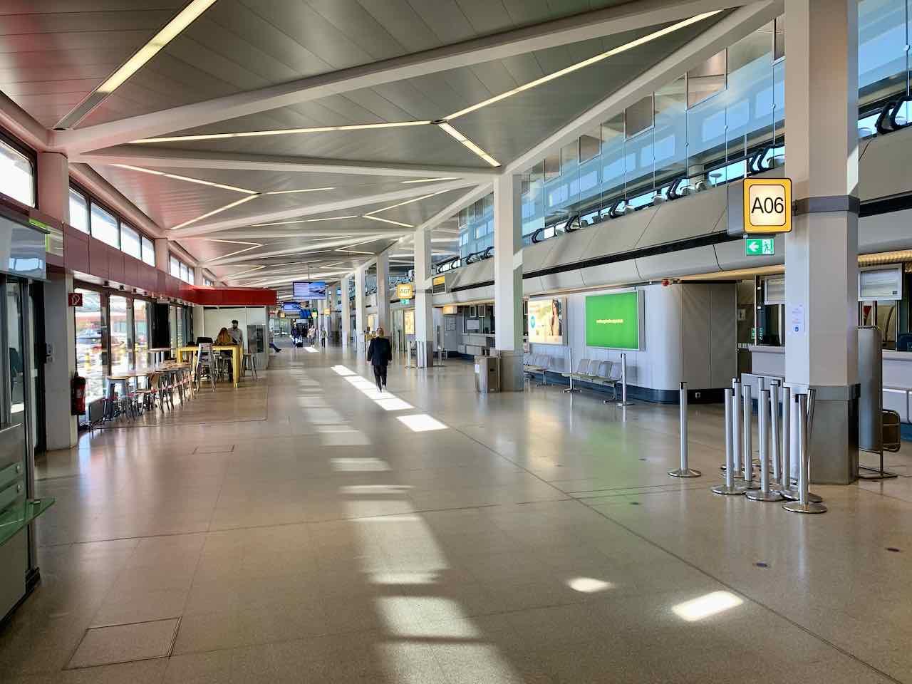 Berlin Tegel: Fliegen in Zeiten von Corona, leere Abflughalle