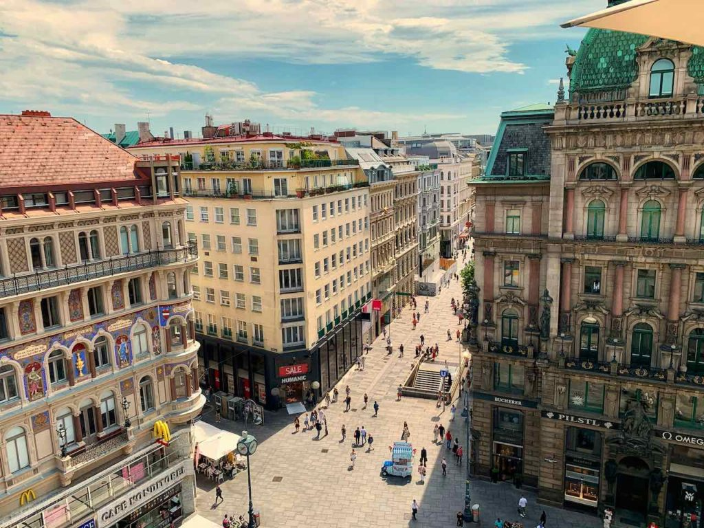 Wien: Blick von der Restaurant-Terrasse des Haas Haus auf Kärntnerstrasse und Graben