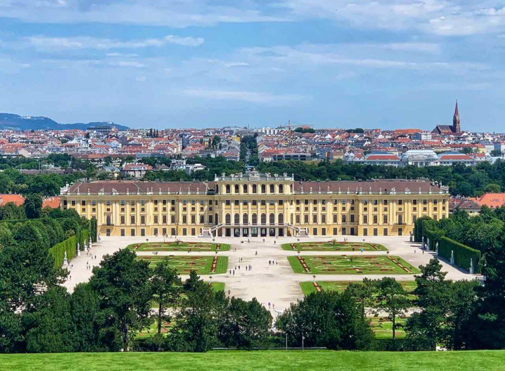 Wien, Blick von der Gloriette auf Schloss Schönbrunn