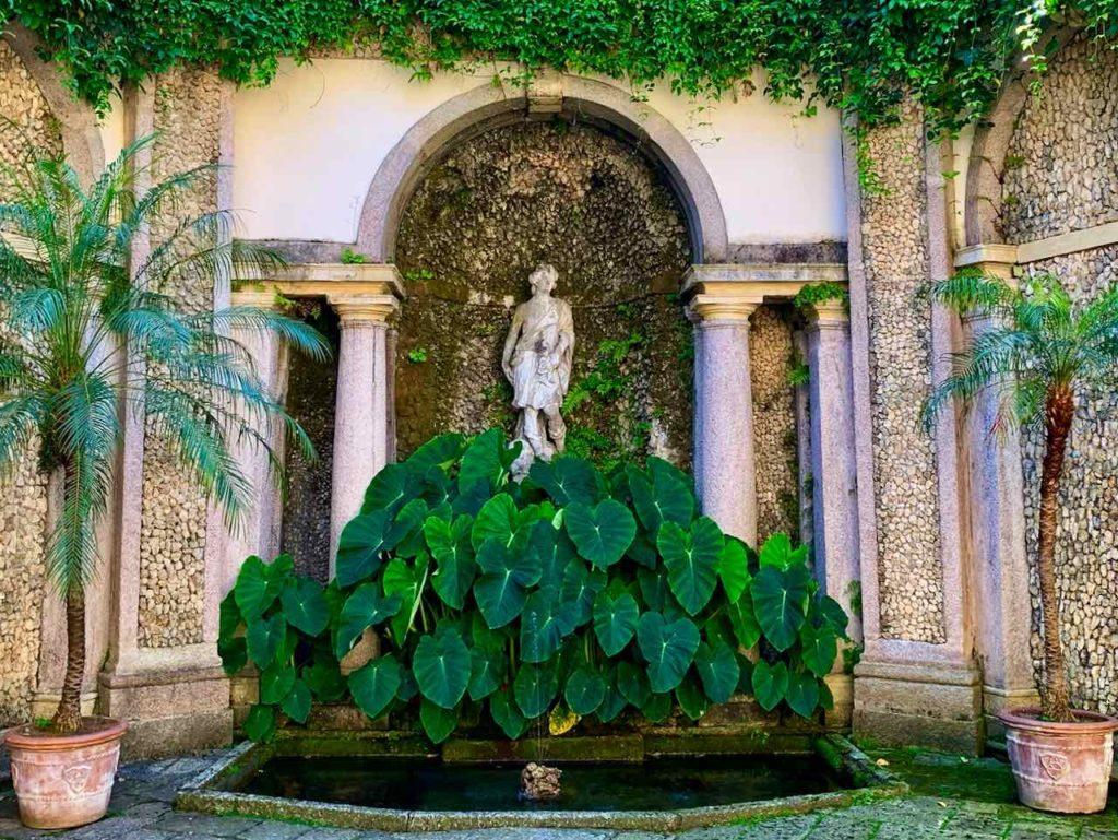 Atrio di Diana im Botanischen Garten der Isola Bella auf dem Lago Maggiore