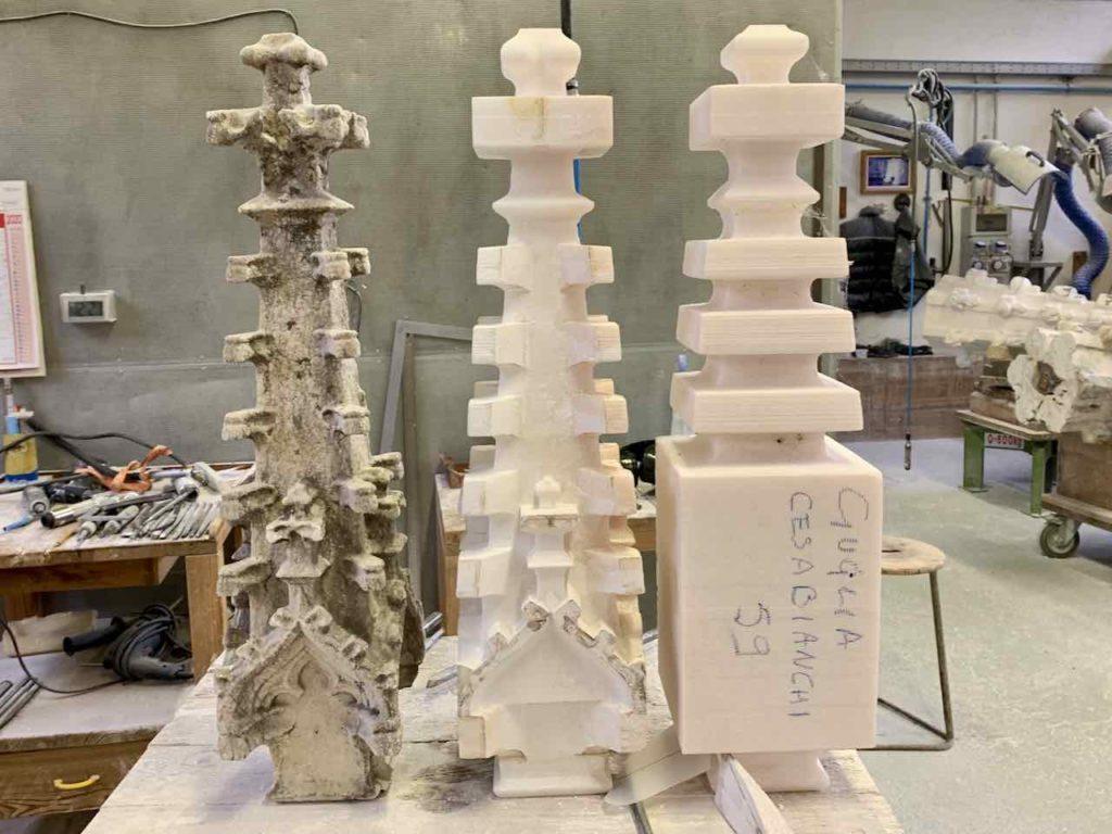 Marmorbearbeitung: Verschiedene Stufen der Bearbeitung des Marmors in der Werkstatt von Candoglia