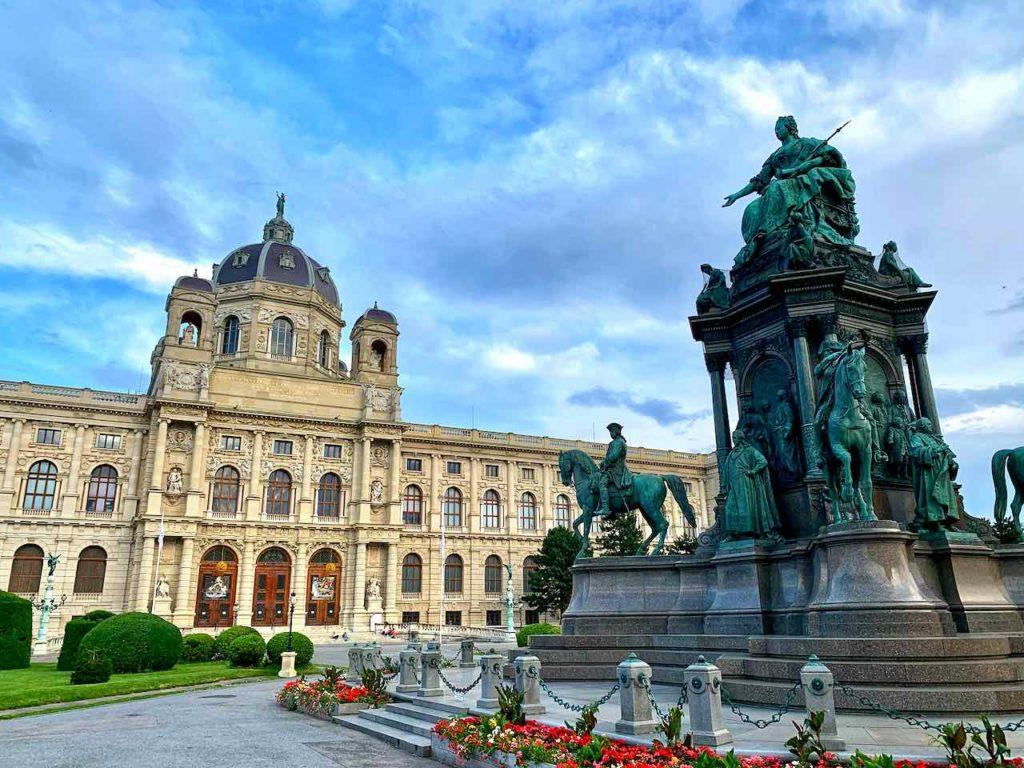 Naturhistorisches Museum am Maria-Theresien-Platz in Wien