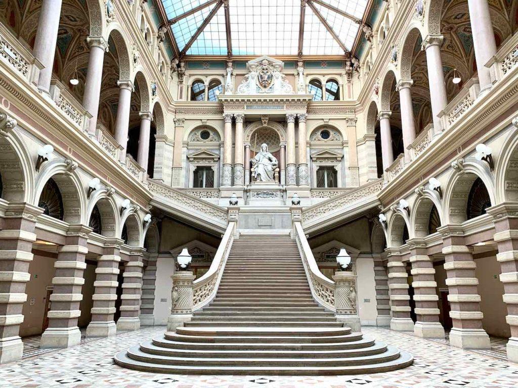 Die Eingangshalle vom Justizpalast in Wien ist immer noch ein Insidertipp