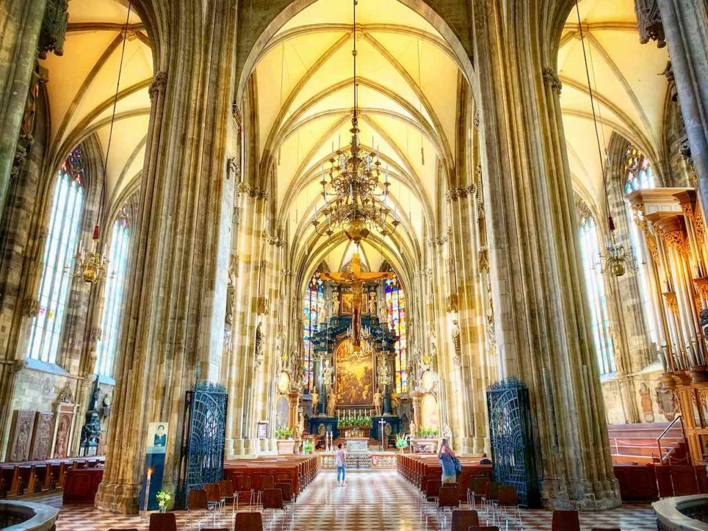 Der Staphansdom ist Wahrzeichen + Sehenswürdigkeit von Wien.