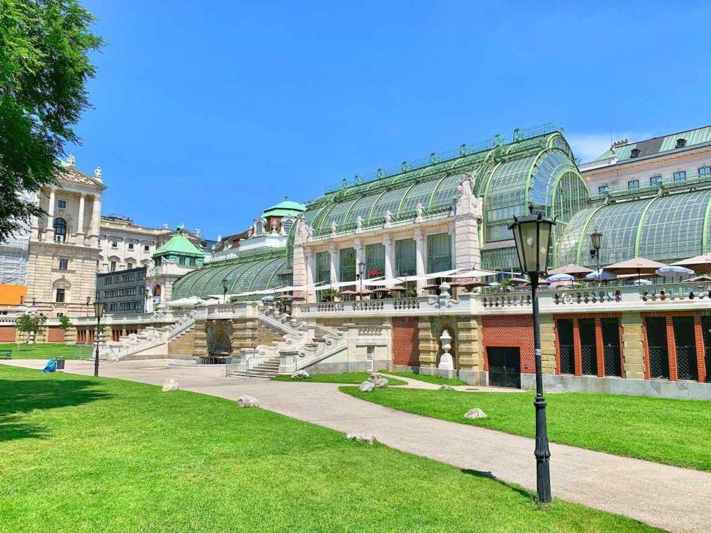 Palmenhaus mit Schmetterlinghaus im Burggarten Wien