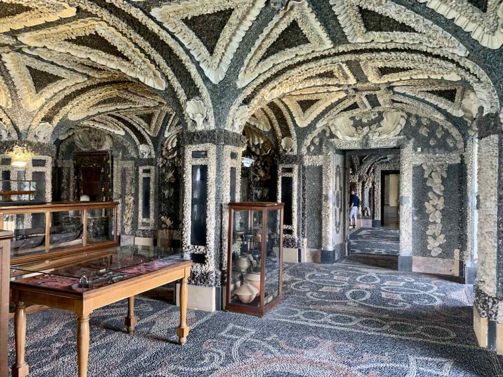 Grotte im Palazzo Borromeo