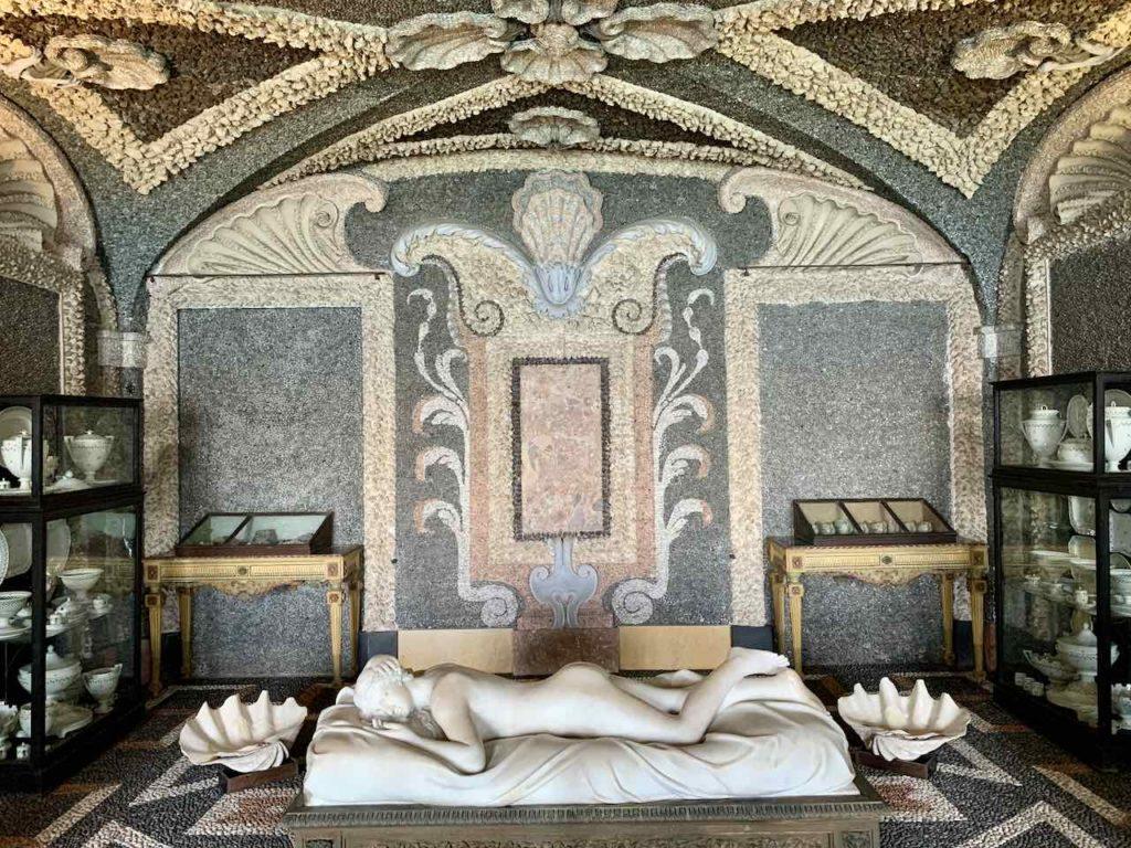 Grotte im Palazzo Borromeo auf der Isola Bella