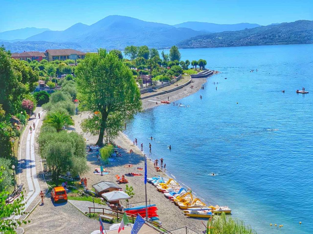 Badestrand von Cannero Riviera am Lago Maggiore