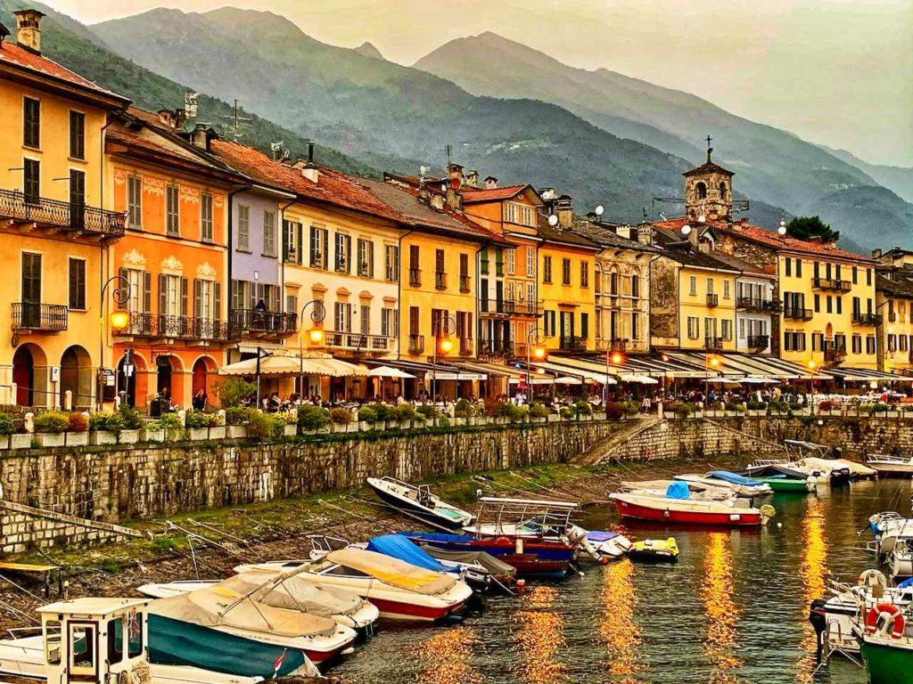 Hafen und Promenade von Cannobio am Lago Maggiore