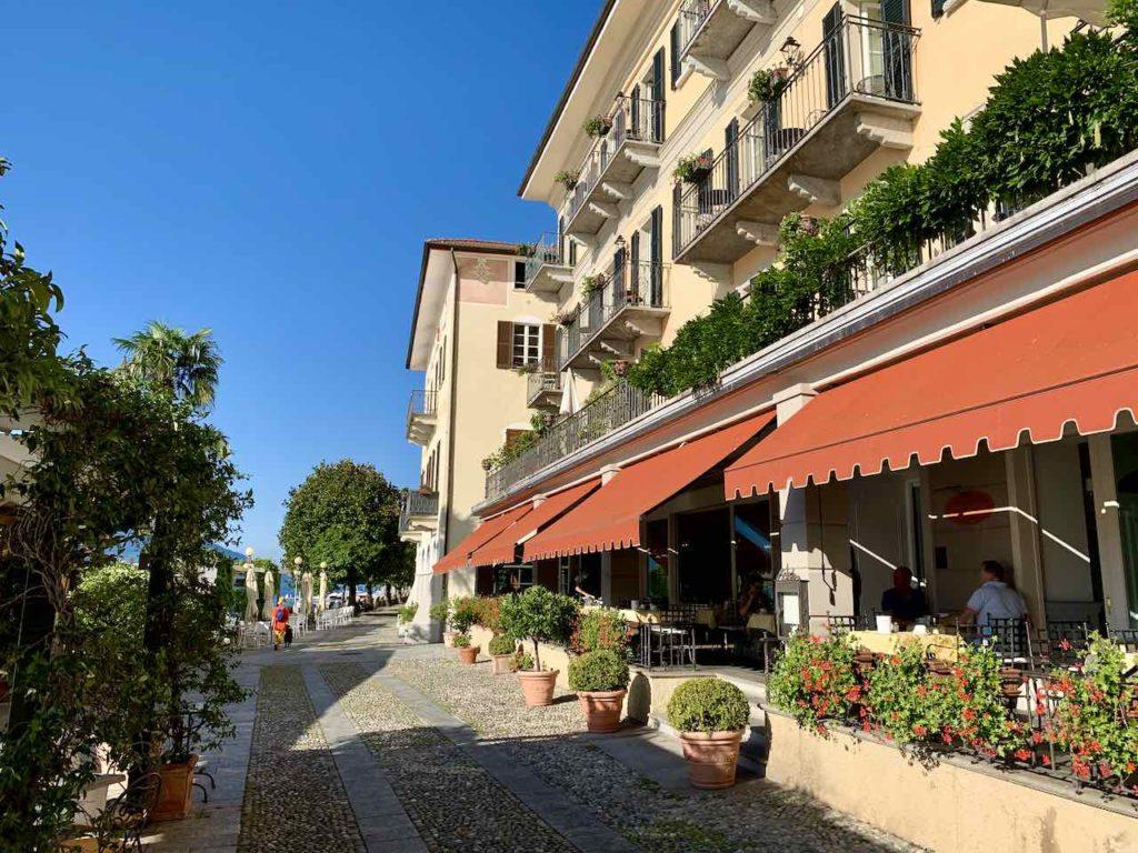 Promenade vor dem Hotel Cannero