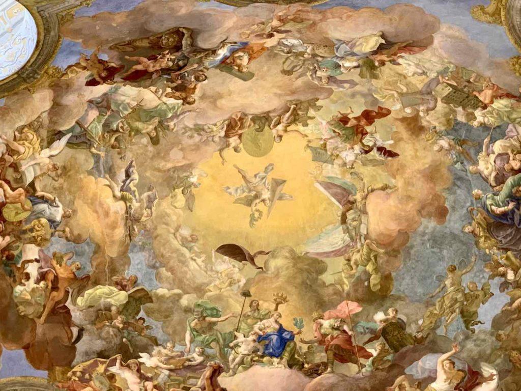 Kuppel mit Deckengemälde im Prunksaal der Österreichischen Nationalbibliothek