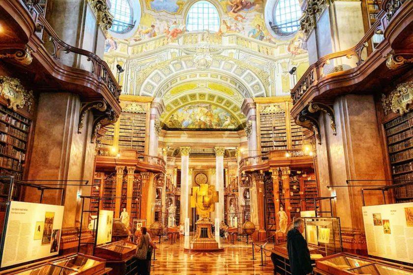 Totale vom Prunksaal der Österreichischen Nationalbibliothek