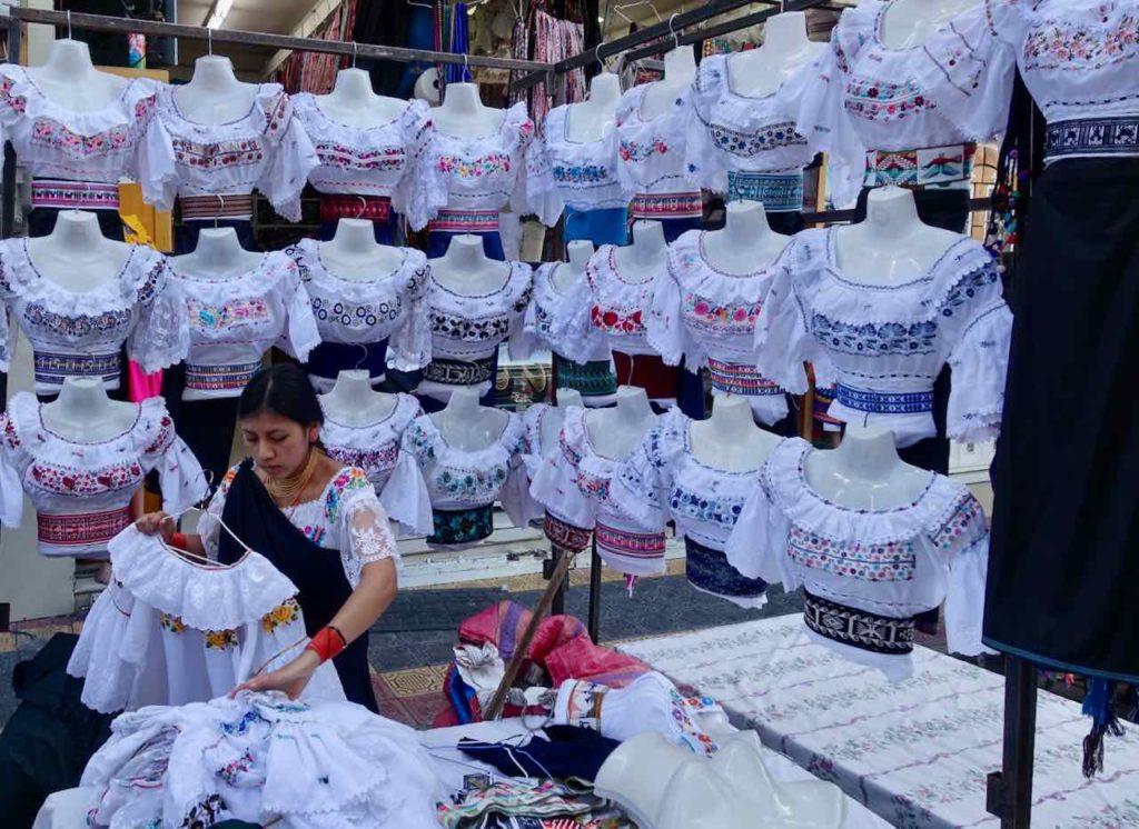 Blusenverkauf in Otavalo