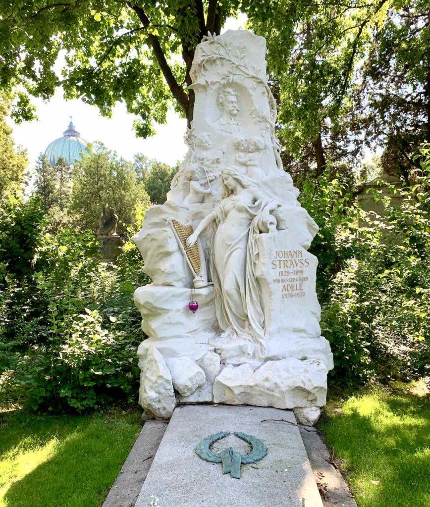 Ehrengrab des Komponisten Johann Strauss auf dem Zentralfriedhof Wien