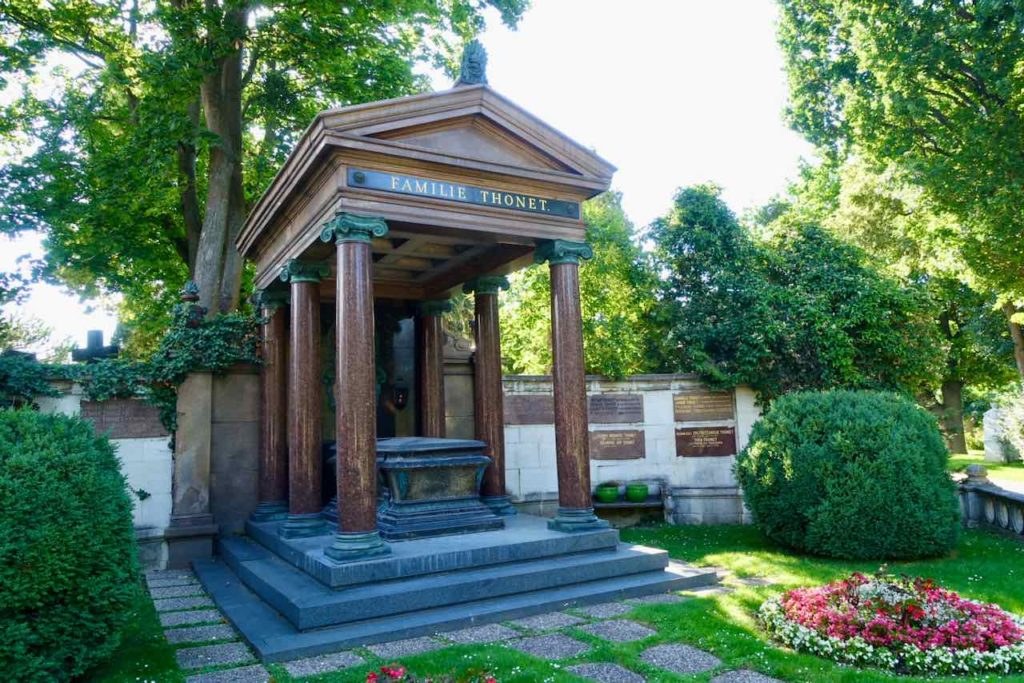 Grab der Familie Thonet auf dem Zentralfriedhof Wien