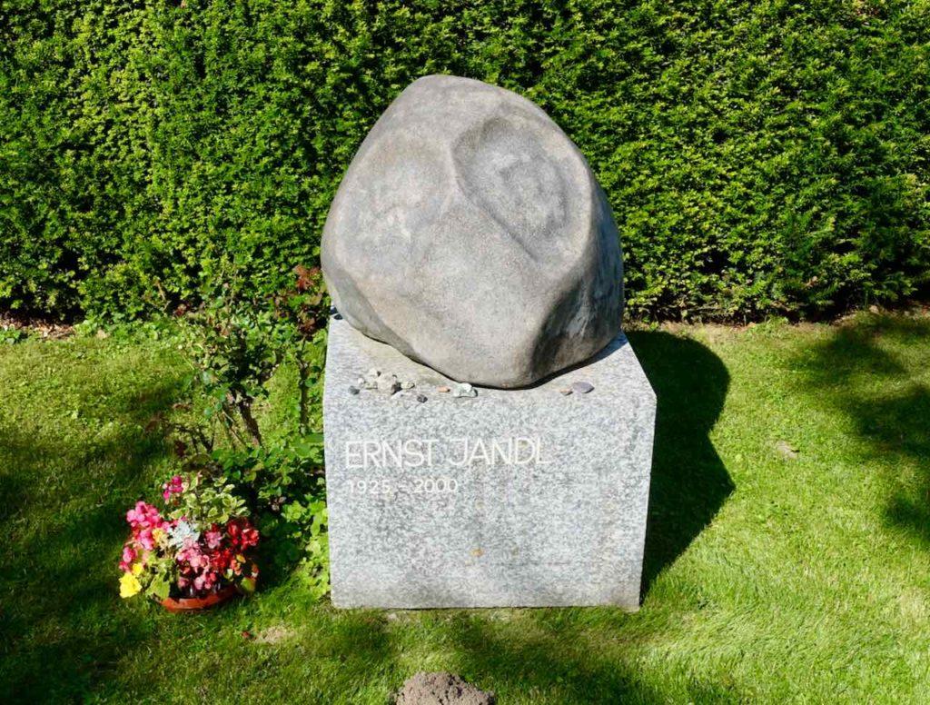 Grab von Ernst Jandl auf dem Zentralfriedhof Wien