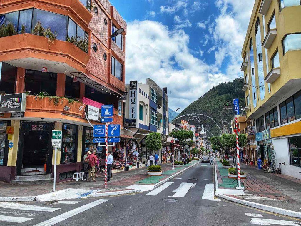 Hauptstraße von Banos in Ecuador