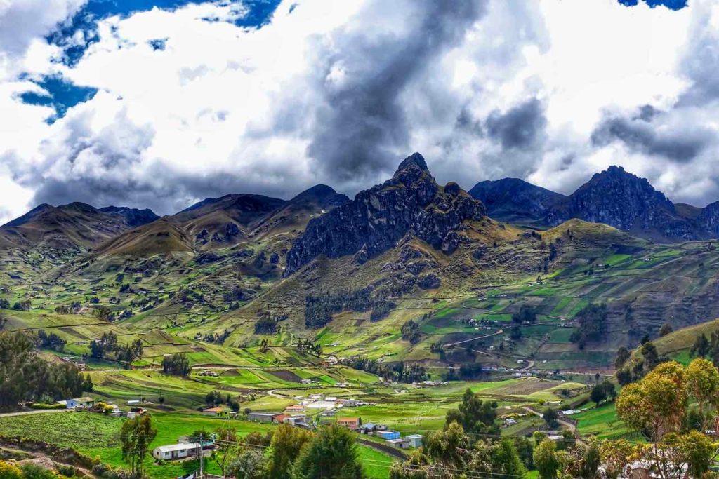 Landschaft in den ecuadorianischen Anden zwischen Latacunga und Quilotoa