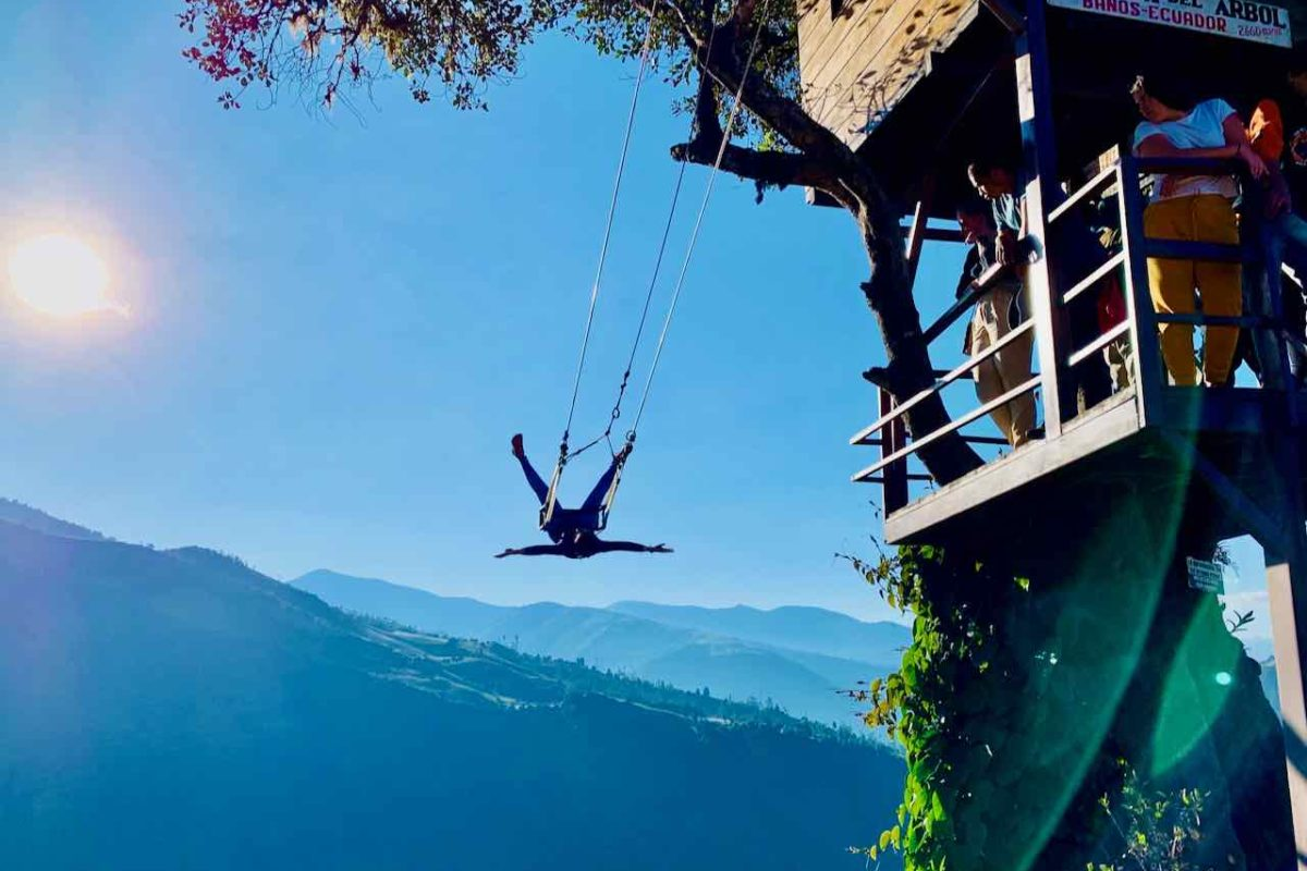 Swing at the End of the World bei der Casa del Arbol in Baños