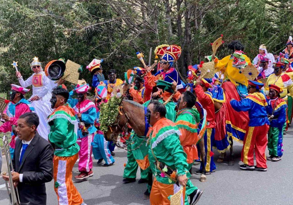 Festumzug zwischen Quilotoa und Latacunga