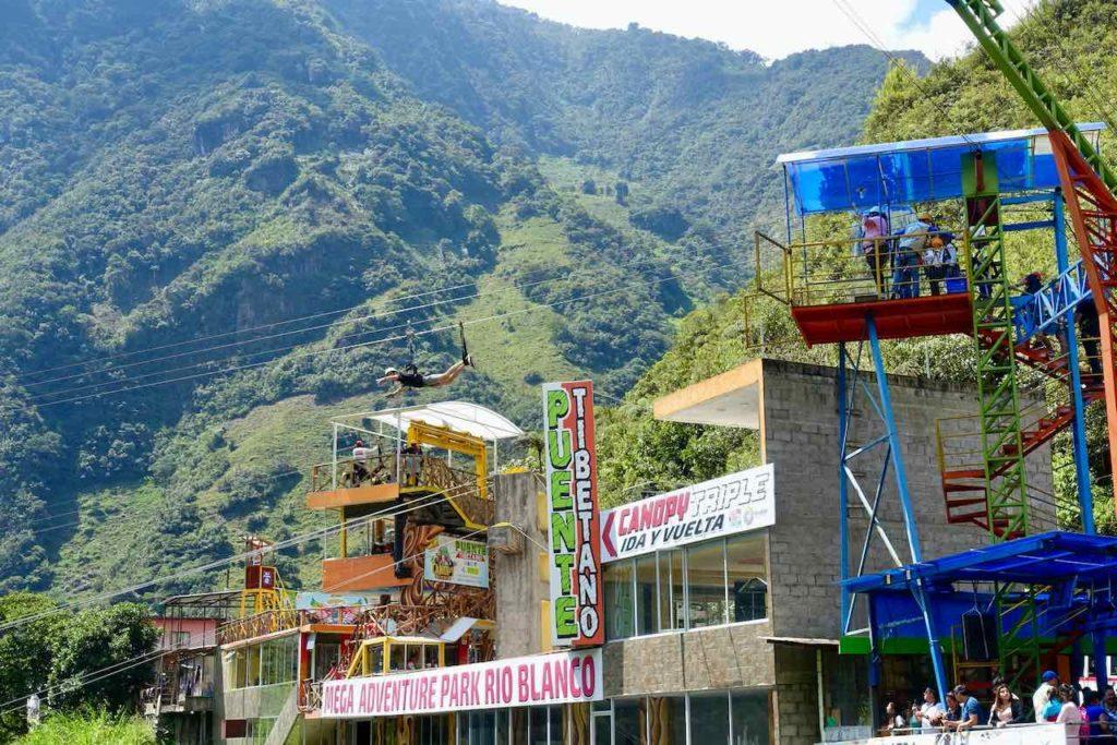 Zipline im Mega Adventure Park Rio Blanco auf der Tour de las Cascadas in Ecuador