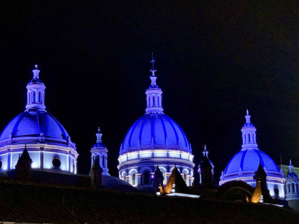 Kuppeln der Catedral Nueva in der Nacht, Cuenca Ecuador
