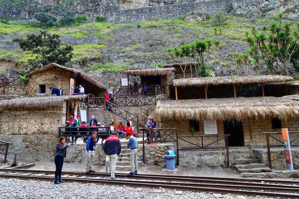 Hütten von Sibambe auf der Zugfahrt zur Nariz del Diablo