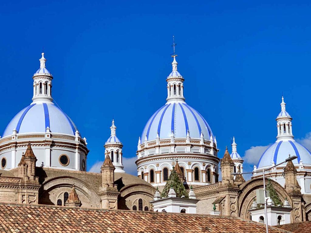 Kuppeln der Neuen Kathedrale in Cuenca Ecuador
