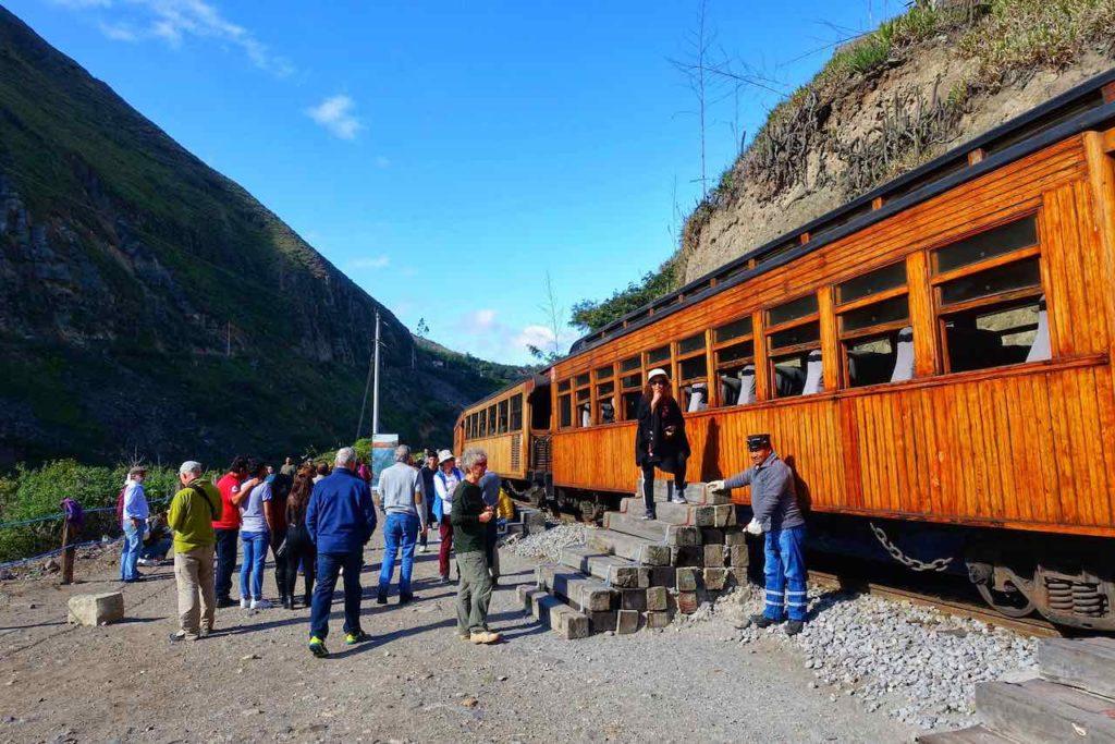 Zugfahrt zur Nariz del Diablo. Endhaltestelle in Sibambe.