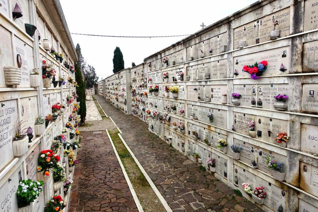 Kolumbarien auf der Friedhofsinsel San Michele
