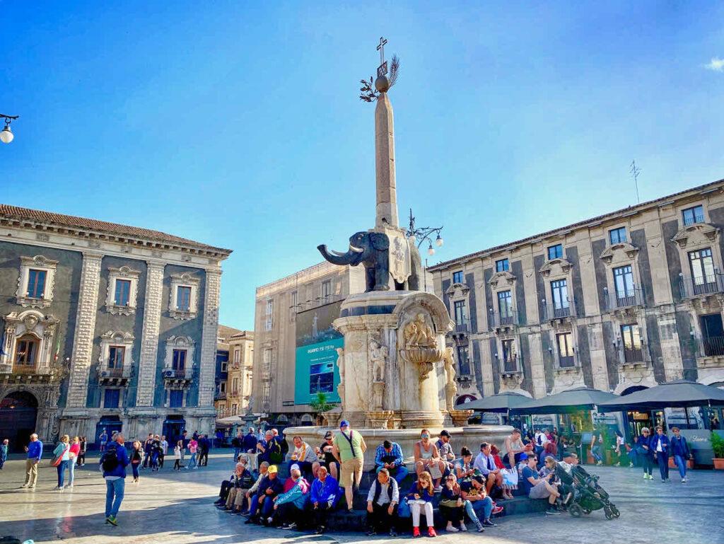 Fontana dell'Elefante auf dem Piazza Duomo in Catania