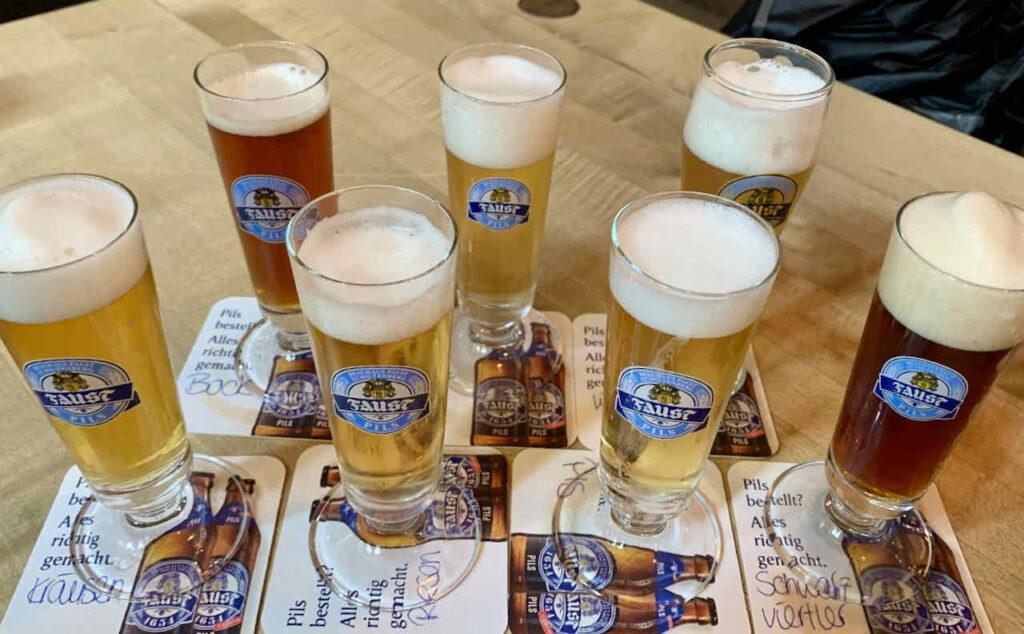 Bier-Probierset im Gasthaus Zum Riesen in Miltenberg: Pils, Bayrisch hell, Schwarzviertler, Weizen hell, Bock, Riesen Spezial, Kräusen