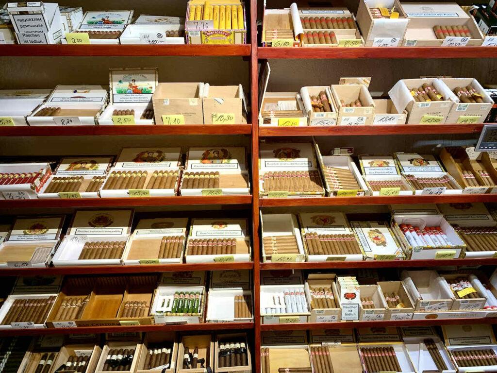 Humidor im Zigarrenladen Falkum in Miltenberg