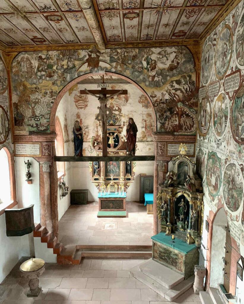 Innenraum der Martinskapelle in Bürgstadt
