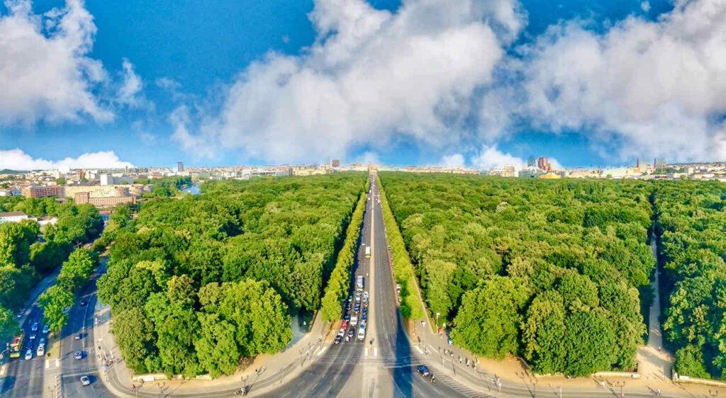 Blick von der Aussichtsplatform der Siegessäule in Berlin