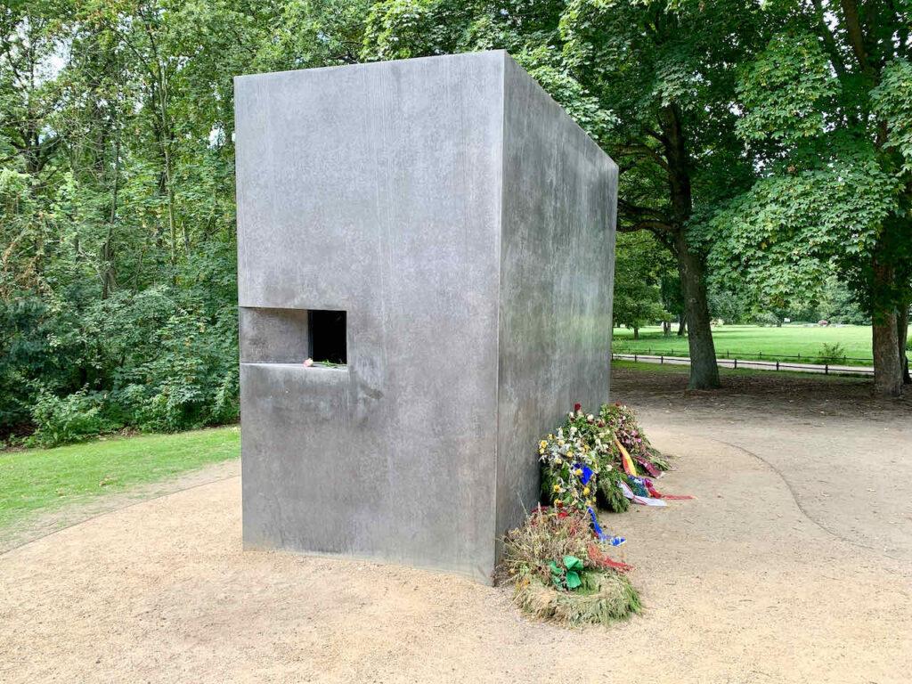 Denkmal für die von den Nationalsozialisten verfolgten Homosexuellen im Berliner Tiergarten