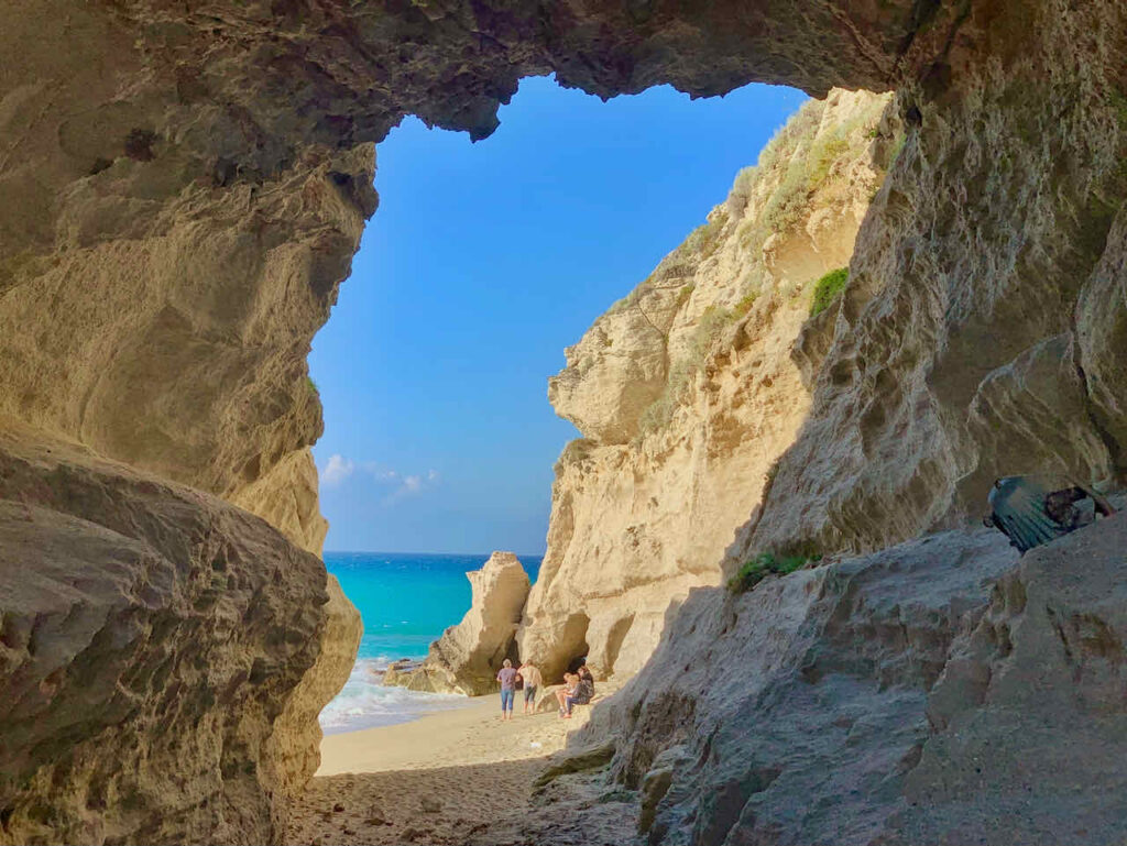 Felsformation am Strand von Tropea